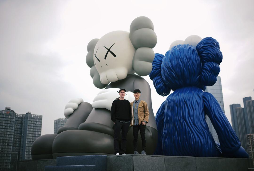 长沙 ifs 今日终于盛大开幕,此番 ifs 与国际艺术家 kaws 携手策展单